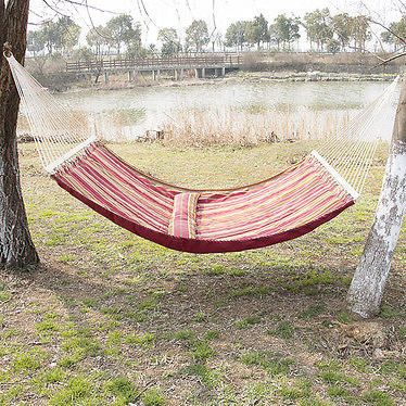 best choice products   hammock quilted fabric with pillow double size spreader bar heavy duty stylish best camping hammock for big guys   hammocks adviser  rh   hammocksadviser