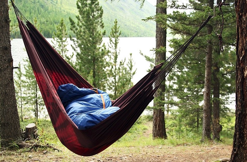 the first rule of hanging your hammock is  don u0027t hang it up tightly  it may appear as if you hang it up tightly it will be spread like a bed when you     camping with hammocks  a  prehensive guide   hammocks adviser  rh   hammocksadviser